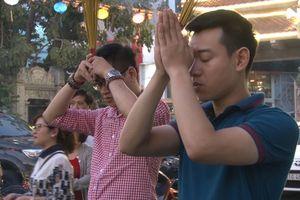 Người dân TP HCM nô nức đi chùa cầu an rằm tháng Giêng