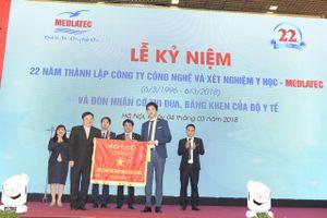 Bệnh viện Medlatec đón nhận Cờ Thi đua của Bộ Y tế