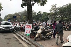 Hà Nội: Chính quyền làm ngơ bãi xe không phép quanh di tích?