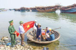 Cờ Tổ quốc ngày mở biển