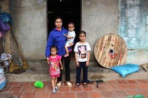 Cuộc tình ngang trái và phận đời đắng cay của người mẹ đơn thân làm phụ hồ nuôi 3 con nhỏ