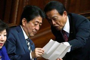 Thủ tướng Nhật đương đầu rắc rối mới
