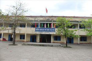 Phú Yên: Ngồi trong trường học xuống cấp mà... run