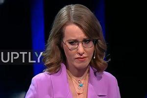 Nữ ứng viên Tổng thống Nga ôm mặt khóc vì bị đối thủ cắt lời