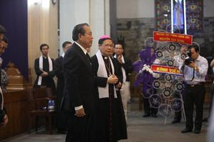 Phó Thủ tướng Trương Hòa Bình viếng lễ tang Đức Tổng