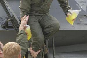 Sự thật phũ phàng cách phi công chiến đấu 'đi vệ sinh' trên không