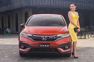 Tóc Tiên 'sang chảnh' đọ dáng Honda Jazz 539 triệu đồng