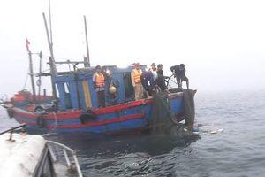 Phạt tiền 2 tàu cá đánh bắt ở vùng cấm