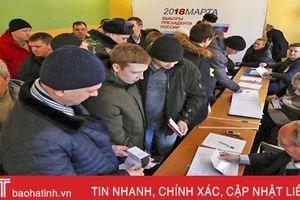 Quang cảnh cử tri Nga đi bỏ phiếu bầu cử Tổng thống