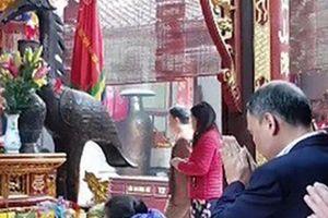Giám đốc KBNN Nam Định đi lễ chùa trong giờ hành chính bị mất chức
