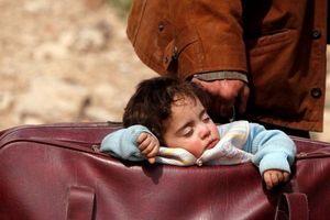 Syria: Nhói lòng hình ảnh người dân lũ lượt sơ tán khỏi Đông Ghouta
