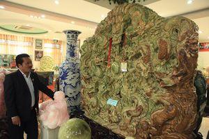 'Choáng ngợp' trước bức tranh 9 rồng bằng ngọc nguyên khối lớn nhất châu Á của đại gia Thái Nguyên