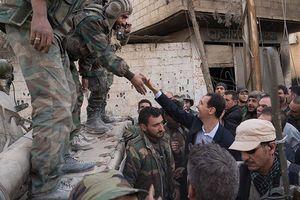 Video Tổng thống Assad bất ngờ thăm quân đội Syria ở Đông Ghouta