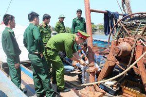 4 ngư dân bị xích, trói trên 2 tàu cá
