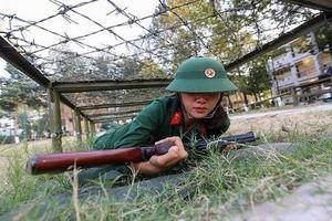 Cộng đồng mạng Trung Quốc nói gì về nữ quân nhân Việt Nam?