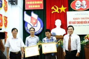 Khen thưởng hai nhà báo dũng cảm thâm nhập điều tra mỏ quặng