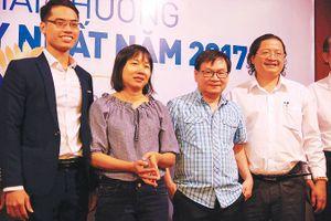 Ba nhà văn nhận giải best-seller
