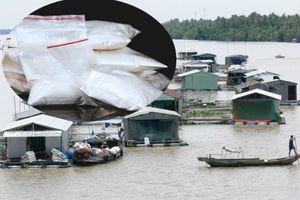 Phú Thọ: Triệt phá ổ nhóm bán ma túy tại bè cá trên sông
