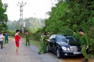 Khởi tố vụ án 2 vợ chồng và con nhỏ tử vong trong xe Mercedes