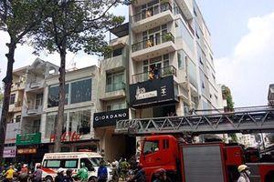 Hy hữu: Thanh niên bị thang máy kẹp cổ nguy kịch ở Sài Gòn