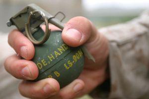 Lấy thân mình chèn lựu đạn sắp nổ bảo vệ cấp dưới, sỹ quan Nga hy sinh