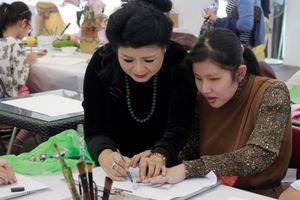 Họa sĩ Văn Dương Thành và lớp dạy vẽ 'đặc biệt' cho trẻ khuyết tật, tự kỷ
