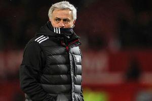 Nội bộ MU rối ren, Mourinho họp khẩn toàn đội