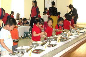 Khuyến khích cho trẻ mầm non ăn buffet