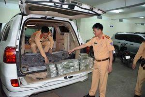 Quảng Ninh: Bắt nóng hai đối tượng vận chuyển 100 bánh heroin bằng xe ô tô BKS Lào