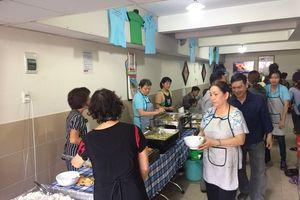 Ấm lòng nơi quán ăn từ thiện miễn phí giữa Sài Gòn