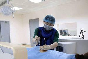Phương pháp điều trị mới cho bệnh nhân bị đau cột sống nằm một chỗ có thể đi lại mà không cần phẫu thuật
