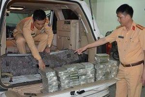 CSGT Quảng Ninh bắt 2 đối tượng vận chuyển 100 bánh heroin