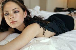 Giáo phái biến phụ nữ thành nô lệ tình dục, tuyển kiều nữ 'Smallville'