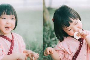 Những hình ảnh dễ thương, ngộ nghĩnh của cô bé má phính 'gây sốt' cộng đồng mạng