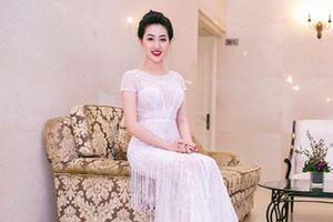 Hoa hậu Huỳnh Thúy Anh đẹp xuất thần khi đi sự kiện