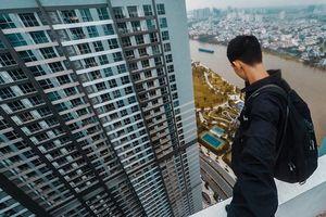 Clip 3 'thánh quẩy' leo lên nóc tòa nhà nhảy nhót khiến dân mạng thót tim
