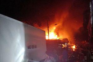 Hỏa hoạn trong đêm, 3 căn nhà bị thiêu rụi
