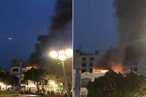 Nhà 3 tầng ở Hà Nội bốc cháy dữ dội kèm tiếng nổ lớn