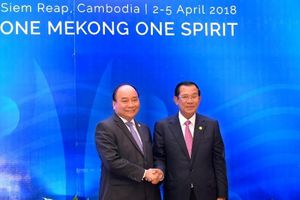 Thủ tướng Nguyễn Xuân Phúc gặp Thủ tướng Campuchia