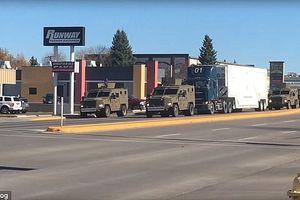 Đoàn xe bọc thép, trực thăng Mỹ yểm trợ xe tải chở đầu đạn hạt nhân