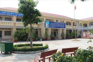 Vụ cô giáo quỳ xin lỗi: Trường Bình Chánh đón tin thầy hiệu trưởng bị cách chức