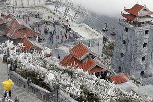 Ngỡ ngàng cảnh 'tuyết rơi mùa hè' ở Fansipan