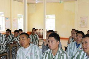 'Gieo chữ' hướng thiện cho phạm nhân ở Trại giam số 3