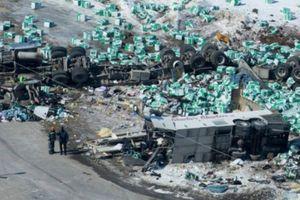 Tai nạn kinh hoàng tại Canada: 15 người chết, 14 người bị thương