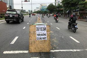 Cán vệt nhớt, hàng loạt xe máy ngã nhào trên đường