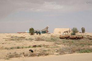 Quang cảnh căn cứ không quân T-4 Syria sau khi bị Israel không kích