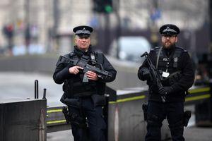 Cảnh sát Anh bắn hạ một đối tượng mang vũ khí tại London