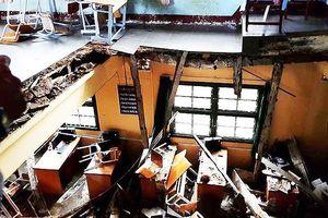 Vụ sập phòng học khiến 11 HS bị thương: Hiệu trưởng xuống làm GV
