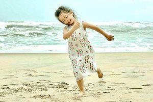 Ngắm con gái 4 tuổi đáng yêu của Đoan Trang và chồng Tây
