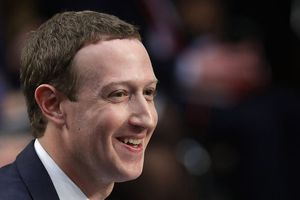 Mark Zuckerberg bị điều trần, cổ phiếu Facebook vẫn tăng chóng mặt